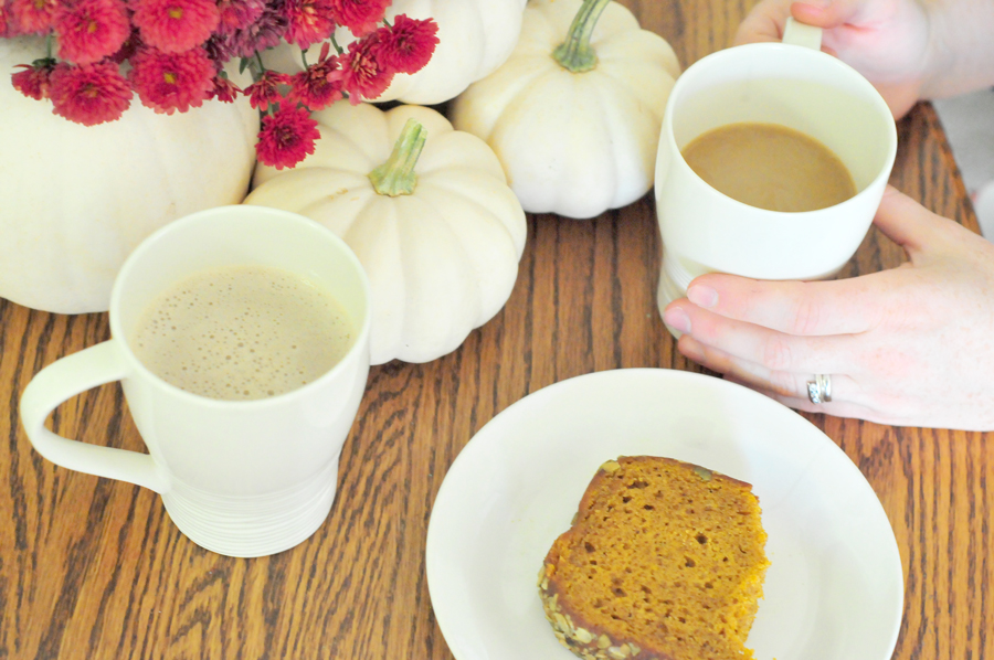 pumpkin-spice-latte-and-bread