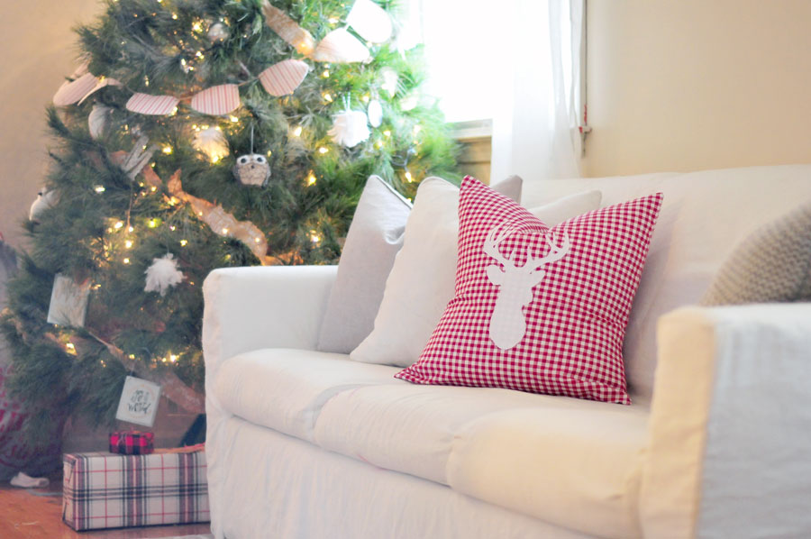 diy-christmas-pillow-reindeer