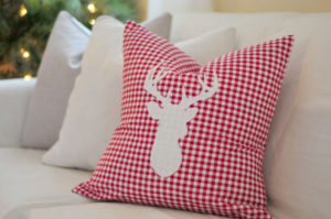 diy-reindeer-pillow